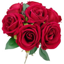 Fiori e piante finte rosi per la decorazione della casa