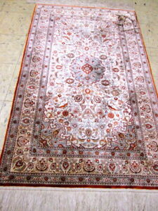 3'2''x5'2'' high Quality 100% silk rug.