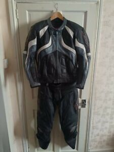 MENS 'RST' Two Piece Motor Bike Leather Suit Size 44/32 Used