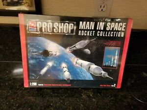 AMT PRO SHOP MAN IN SPACE ROCKET COLLECTION 1/200 SCALE MODEL KIT