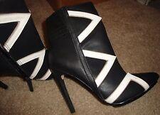 GX by GWEN STEFANI 'Kaoru' Ankle Boots in Black & White - US Size 6.5 New