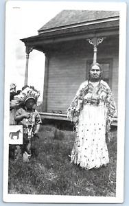 USA, femme indienne, amérindienne et un enfant à la coiffe Vintage silver print