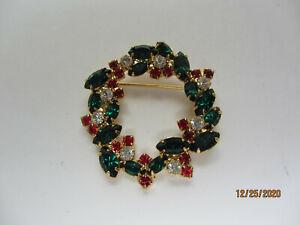 VINTAGE GOLDTONE RHINESTONE RED GREEN CLEAR CHRISTMAS WREATH BROOCH PIN