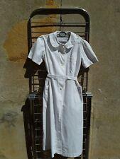 blouse blanche infirmière , beau modèle a porter en robe / d 68