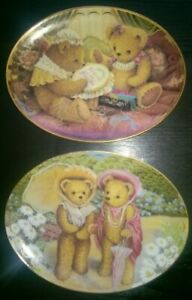 """2 X LIMITED EDITION COLLECTABLE """"SUE WILLIS"""" FINE PORCELAIN TEDDY BEAR PLATES"""