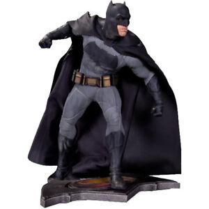 """Batman vs Superman: Dawn of Justice - Batman 14"""" Statue"""