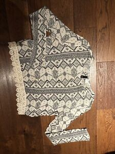 H&M Divided Cropped Top Size Small 8/10 Black & White Geometric Pattern Lace Hem