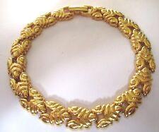 bracelet bijou vintage couleur or signé MONET maillons déco en relief 258