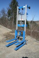 "GENIE GL-4 STR MANUAL PUSH STACKER, 500 LB CAPACITY, 71"" LIFT HT."