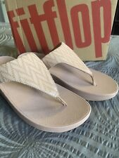 AUTHENTIC Fit Flop Lottie OYSTER Pink Chevron Toe Post SUEDE LINED Sandals 9 M