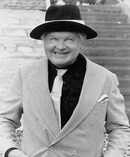 Benny Hill UNSIGNED photo - D2109 - Star of The Benny Hill Show