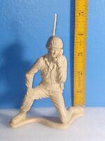 """Vintage Tim-Mee 5"""" Plastic Toy Soldier Army Men 1340"""