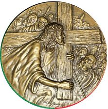 RELIGIOUS/ JESUS CHRIST CARRY THE CROSS / LARGE BRONZE MEDAL. M10a
