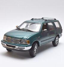 UT Ford Expedition XLT Geländewagen in grün metallic lackiert, 1:18, OVP, K017