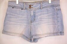 AMERICAN EAGLE Denim Shorts Lt Wash Two Buttons Zip Size 4 Three Pockets #324