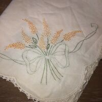 "Vintage Embroidered Linen Table Runner Dresser Scarf Flower Bouquet 18""x 41"" EUC"