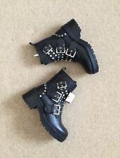 Zara Cuero Negro Tachonado Biker Botas al tobillo militares Correas de UK7 EU40 US9 # 593
