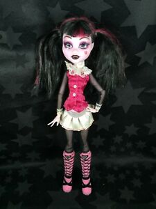 Monster High Doll - 1st Wave Signature, Re-release - Draculaura
