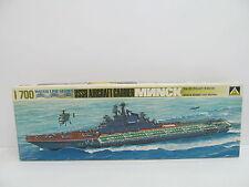 eso-11403Aoshima 130 1:700 USSR Aircraft Carrier Minsk Bausatz geöffnet,
