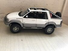 Autoart Millenium #72781 diecast 1/18 1999 Ford Expedition Himalaya in White