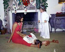 JACQUELINE KENNEDY w/ CAROLINE & JOHN, JR. CHRISTMAS 1962 - 8X10 PHOTO (OP-621)