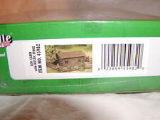 Bachmann 45982 Plasticville USA Log Cabin with Rustic Fence Kit O 027 MIB New