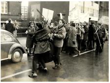 Vietnam, Saigon, Démonstration contre la Guerre  Silver Print.  Tirage argenti