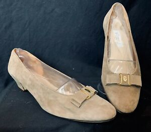 Rangoni Beige Suede Leather Bow Pumps Gold Hardware Made in Italy 12 B