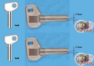 2 x 2.5mm Fiat Alfa Detomaso Ferrari Iveco Moto Guzzi X1/9 Key Blank