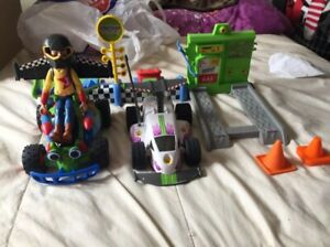 Toy Story RC's Race Gear, Gas and Go Playset