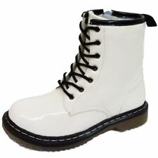 Flache Markenlose Damenschuhe im Boots-Stil