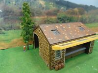 Hornby ~ Brown Stone Goods Shed with tree ~ OO Gauge  REF1289