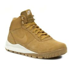 Nike Hoodland Suede Size 10.5 Haystack Wheat Sail Gum Sole Boots 654888-727