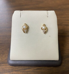 Unique Beautiful 14K Yellow Gold Pearl & Diamonds Shell Shape Stud Earrings