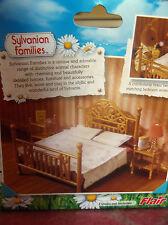 RARE Sylvanian Families IN SCATOLA COMPLETO Nuovo di zecca FLAIR Luxury BRASS Bed & TAVOLI Set