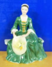 ROYAL DOULTON A LADY FROM WILLIAMSBERG HN2228  ***** PERFECT *****