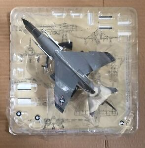 VOUGHT F-8E CRUSADER ( UNITED STATES ) FIGHTER 1/72 DIECAST MODEL DEAGOSTIN, MIB