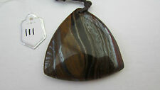 A TIGER'S-EYE ARROW-HEAD AGATE PENDANT ON A WAXED CORD NECKLACE.  (111)