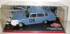 Coches de carreras de automodelismo y aeromodelismo color principal azul Mercedes