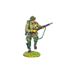 NOR004 US 101st Airborne Paratrooper Running with M1 Garand by First Legion