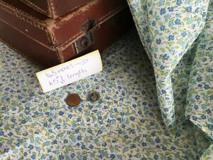 Vintage cotton fabric, ditsy green and blue flowers🌸very pretty