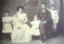 End 1800´s Nice Family Dressed With Elegance Cabinet Photo