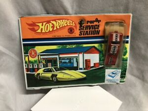Hot Wheels Popup Service Station & Redline Plymouth Duster Funny Car 1967 Mattel