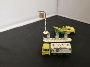 B993-MATCHBOX LESNEY 'BP' WRECK TRUCK,PETROL TANKER AND PUMPS/SIGN