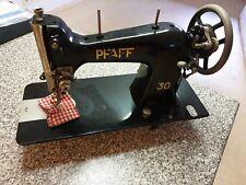 Good German sewing Machine manually solid iron Pfaff Nähmaschine 30 old but fine