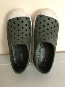 Old Navy Toddler Size 7 Perforated Water Shoes Green