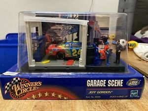 Winner's Circle Jeff Gordon #24 Garage Scene Dupont Pit Box 1:43 NASCAR 2000