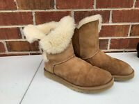 Women's UGG Bailey Button II Boots Chestnut Sheepskin Fur Lined 5803 Size 7