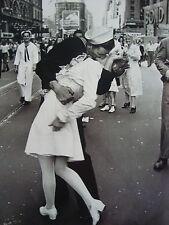 SAILOR KISSING NURSE ON V J DAY IN NY LIFE MAGAZINE 1945 PHOTO 4X6 GLOSSY PAPER