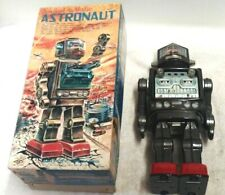 VINTAGE ASTRONAUT SWIVEL O MATIC TIN ROBOT BATTERY OPERATED TOY MADE IN JAPAN